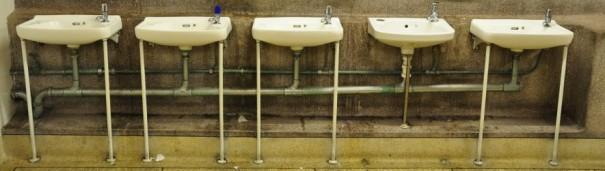 cropped-sinks_in_a_public_toilet_edinburgh_scotland