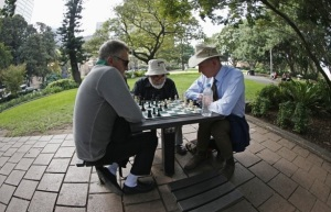 chess-players-in-park